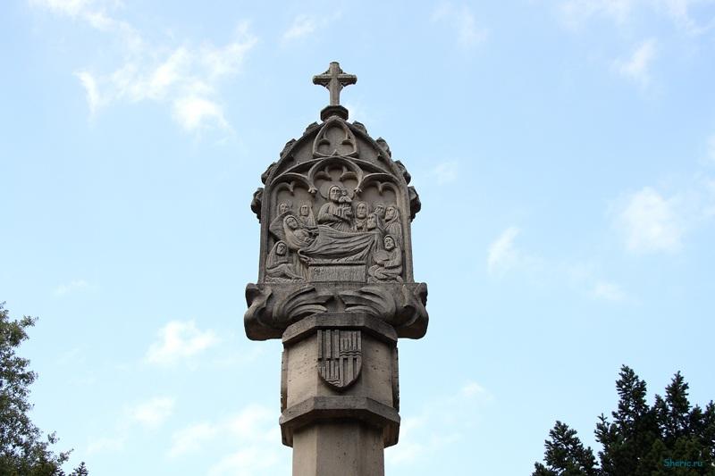 Майорка. У входа в монастырь Ллюк.